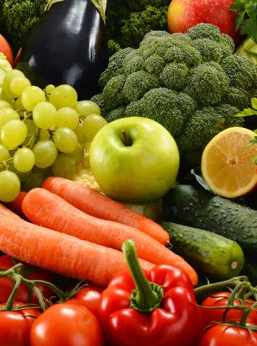 Foto mit buntem Obst und Gemüse